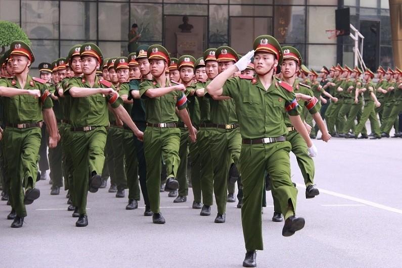 58 thi sinh 29,5 diem truot nguyen vong 1: Bo CA len tieng