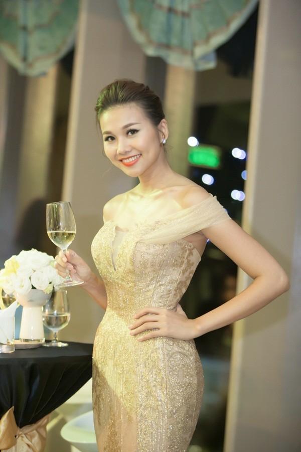 """Boc gia"" trang phuc, phu kien tien ty cua sieu mau Thanh Hang-Hinh-5"