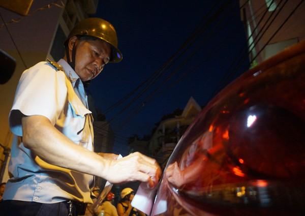 Phat 2 trieu loi te bay, lai xe om meu mao xin ong Doan Ngoc Hai bo qua-Hinh-2