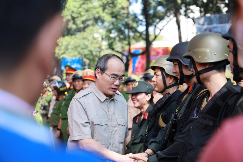 Toan canh buoi dien tap cua cong an TPHCM chong khung bo va bat giu con tin-Hinh-18