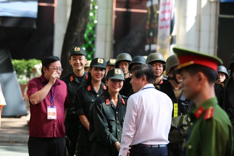 Toan canh buoi dien tap cua cong an TPHCM chong khung bo va bat giu con tin-Hinh-19
