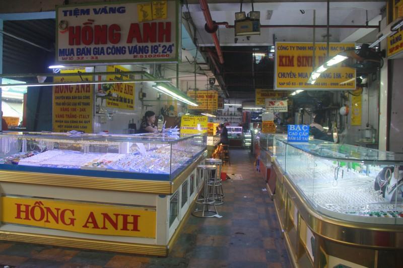 Gia vang tang ki luc, nhieu cua hang o Sai Gon vang khach, e am-Hinh-10