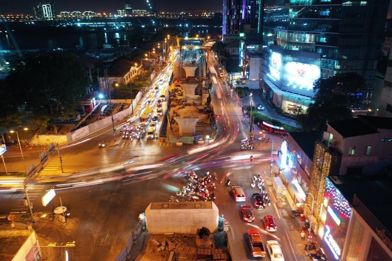 Hang tram lo cot 'dap chieu' tren duong pho Sai Gon ngay can Tet-Hinh-12