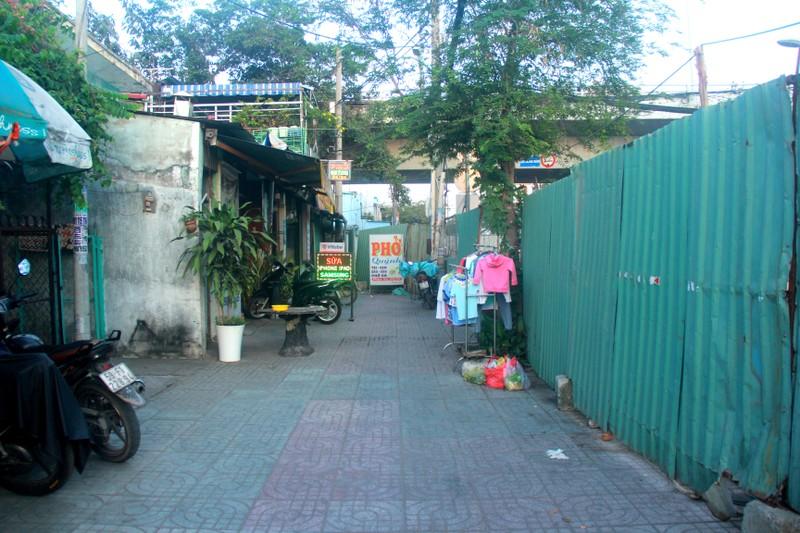 Hang tram lo cot 'dap chieu' tren duong pho Sai Gon ngay can Tet-Hinh-7