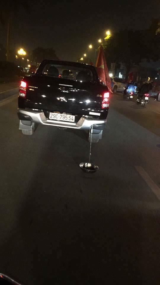 Anh: Nhung kieu an mung co 1-0-2 sau chien thang cua Olympic Viet Nam-Hinh-9