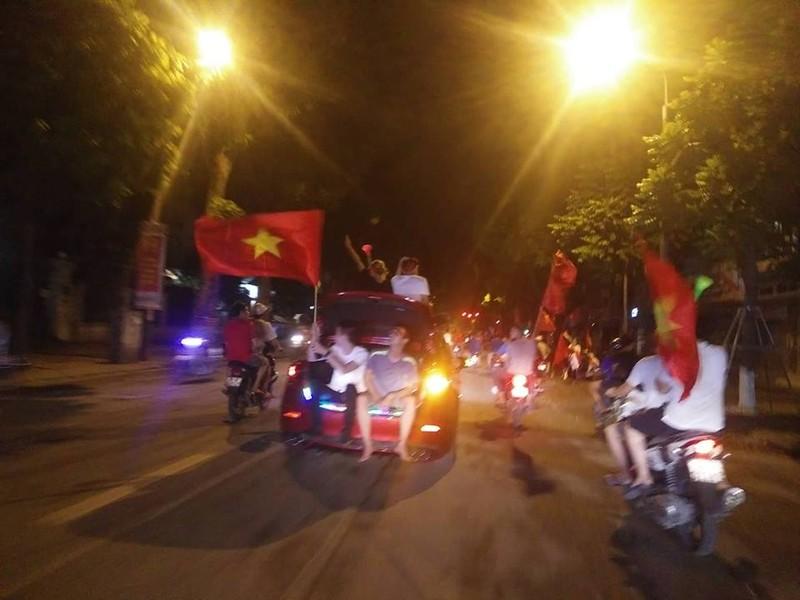 Anh: Nhung kieu an mung co 1-0-2 sau chien thang cua Olympic Viet Nam