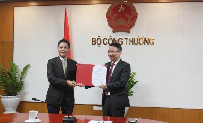 "Co hay khong Bo truong Tran Tuan Anh o tren chuyen bay ""quy ba"