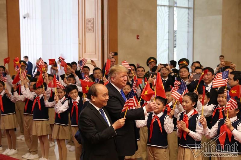 Thu tuong Nguyen Xuan Phuc hoi kien Tong thong Donald Trump-Hinh-2