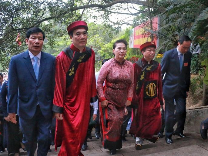 Chu tich Quoc hoi Nguyen Thi Kim Ngan dang huong cac Vua Hung