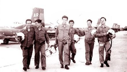 Nghe phi cong ke chuyen nem bom Tan Son Nhat, pha tan am muu nhuom mau Sai Gon cua My Nguy-Hinh-2