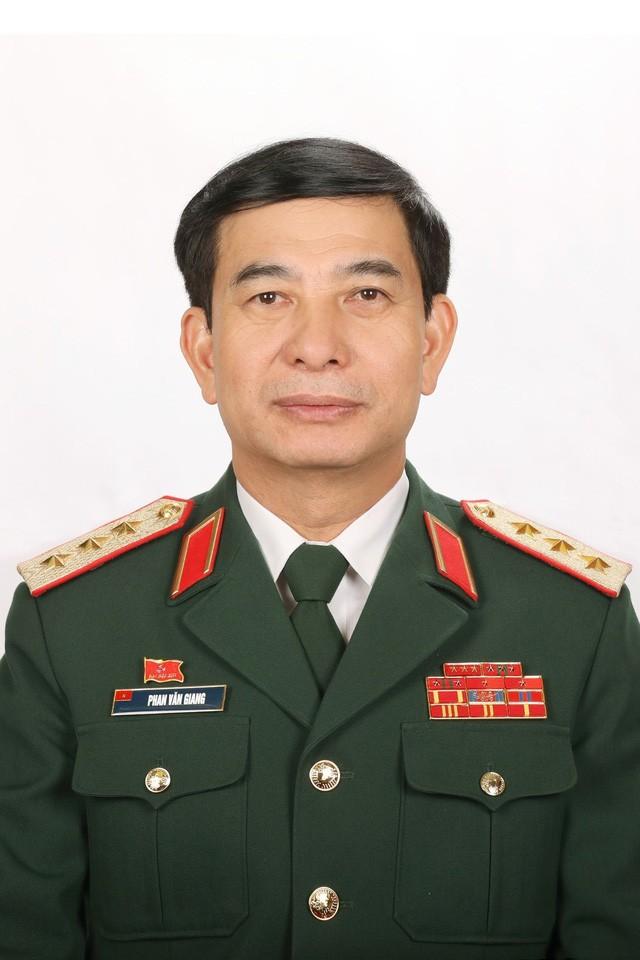 Nhat tri gioi thieu Bo truong Bo Quoc phong Phan Van Giang ung cu Quoc hoi-Hinh-3