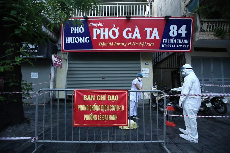 Ha Noi phong toa nhieu diem o pho Bui Thi Xuan sau 5 ca duong tinh nCoV-Hinh-7