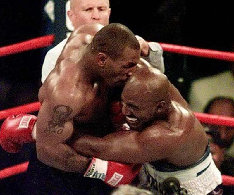 Giay phut huy hoai su nghiep lung lay cua Mike Tyson
