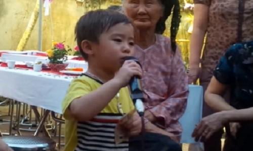 Nhoc ti 3 tuoi hat nhac vang hay nhu Quang Le