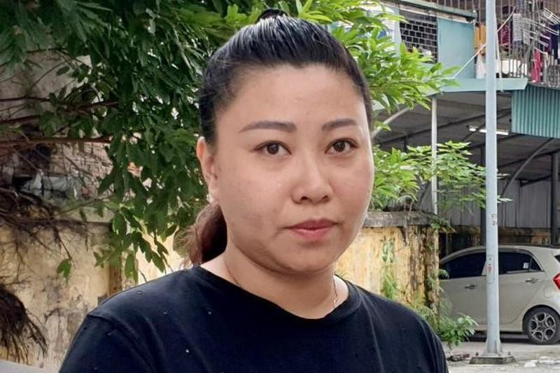 Dang lam thu tuc giang cap nu dai uy cong an dai nao san bay Tan Son Nhat