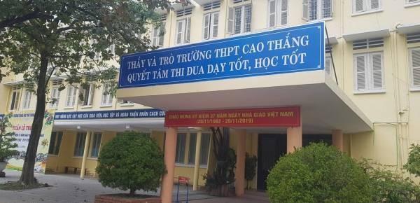 Thay the duc bi to co hanh vi khiem nha voi nu sinh Hue: Thuc hu the nao?