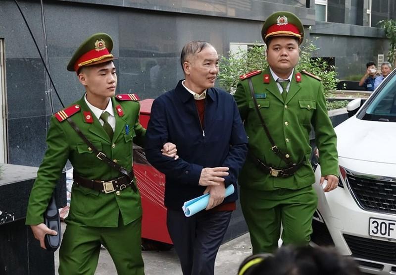 Xet xu AVG: Cuu chu tich MobiFone Le Nam Tra khai nhan 2 trieu USD tu hai thung carton