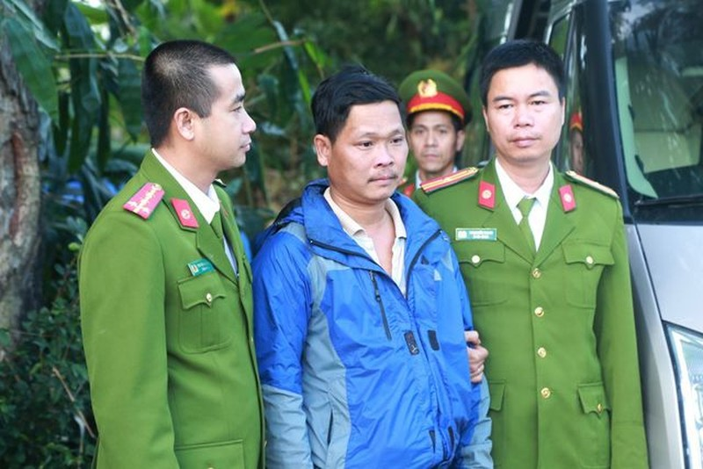 Manh khoe ban 400 hoa don truc loi cua vo chong giam doc - ke toan xu Hue