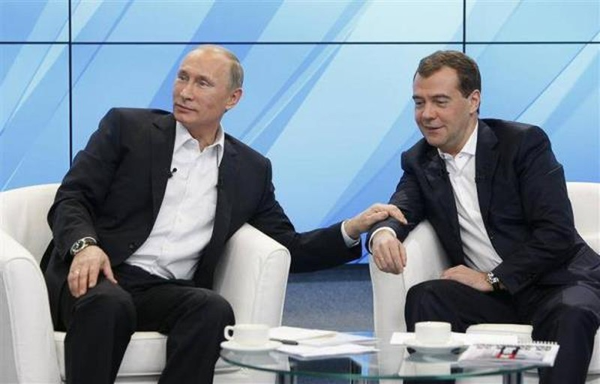 Thu tuong Medvedev va toan bo Chinh phu Nga tu chuc-Hinh-2