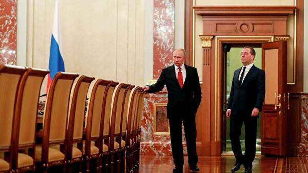 Thu tuong Medvedev va toan bo Chinh phu Nga tu chuc