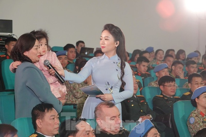 Xuc dong tam su nguoi linh mu noi xanh va hau phuong ngay Tet-Hinh-2