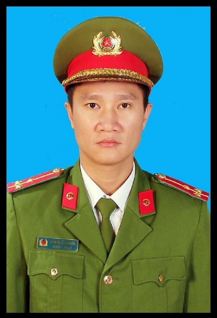 Chuyen xuc dong ve Thuong uy cong an hy sinh khi truy bat toi pham