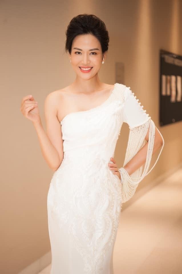 Thu Thuy - Hoa hau 'dan than' trong su vo thuong cua cuoc doi-Hinh-2