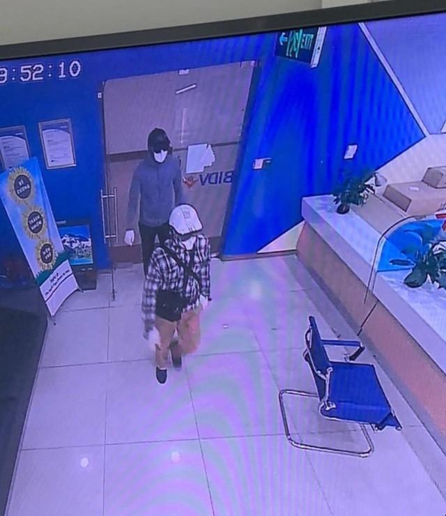 Vu cuop ngan hang BIDV: Dac diem nhan dang cua 2 doi tuong