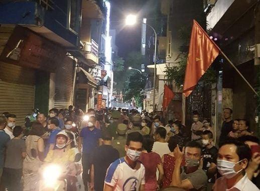 Video: Cong an roi di cung nhieu thung tai lieu sau kham nha ong Nguyen Duc Chung-Hinh-3