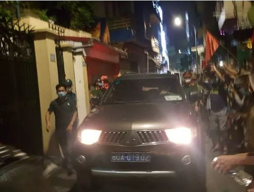 Video: Cong an roi di cung nhieu thung tai lieu sau kham nha ong Nguyen Duc Chung