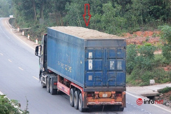 Xe cat noc container cho cat dap ngon 'lam mua lam gio', CSGT bo tay-Hinh-11