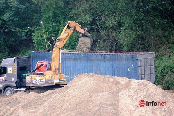 Xe cat noc container cho cat dap ngon 'lam mua lam gio', CSGT bo tay-Hinh-3