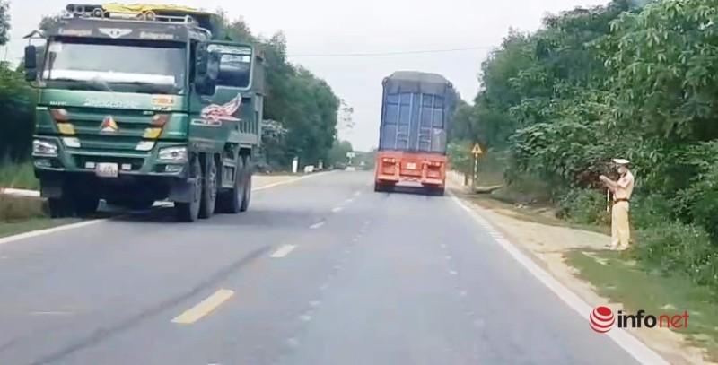 Xe cat noc container cho cat dap ngon 'lam mua lam gio', CSGT bo tay-Hinh-9
