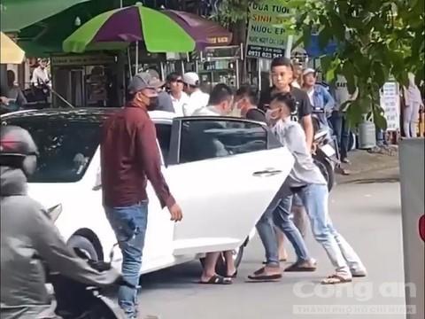 Video: Thanh nien bi