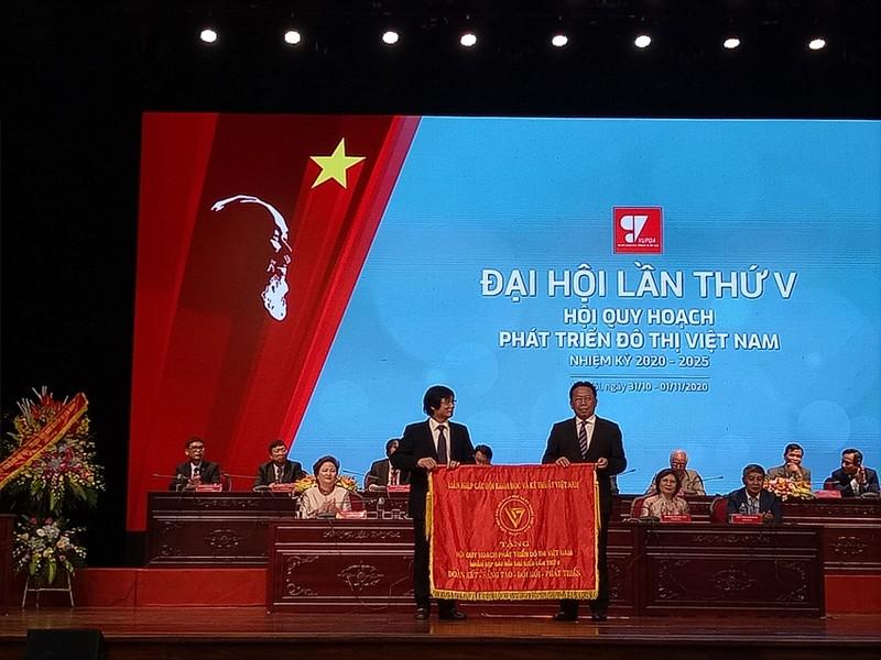 Ong Tran Ngoc Chinh tiep tuc duoc bau lam Chu tich VUPDA khoa V nhiem ky 2020-2025-Hinh-2