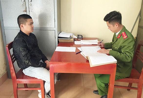 Lai xe o to khong bang lai tong chet 2 cha con: Chu xe co lien doi?-Hinh-2