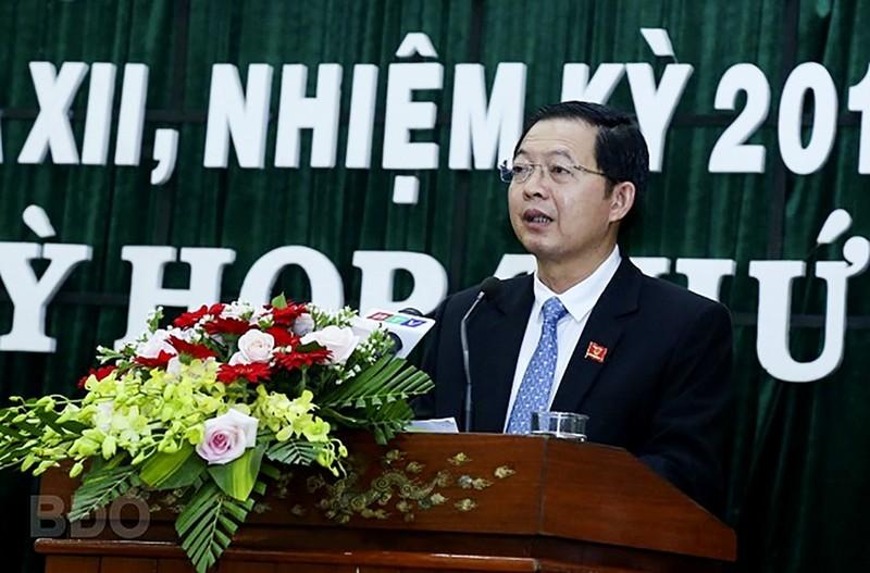 Ong Nguyen Phi Long lam Chu tich UBND tinh Binh Dinh
