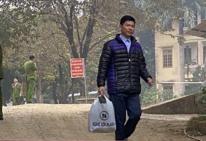 Cuu bac si Hoang Cong Luong ra tu co tiep tuc duoc hanh nghe?
