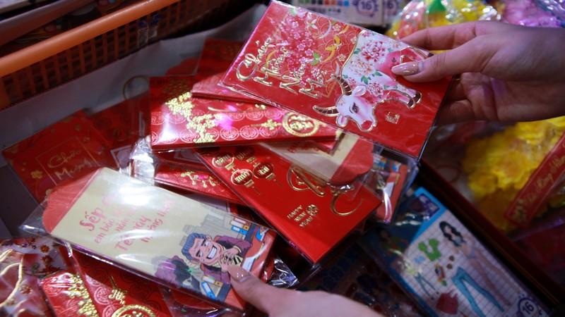 Hoa hau Do Thi Ha di cho que sam Tet ngay mua gio-Hinh-3