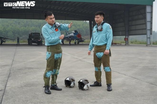 Don Tet tren bau troi cua chang phi cong tre Trung doan khong quan 921-Hinh-4
