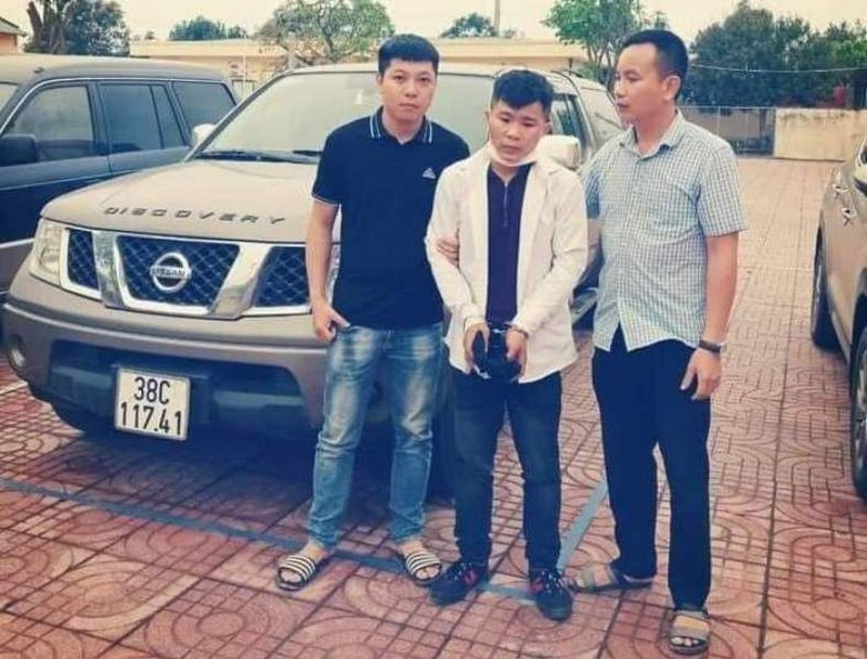 Thanh nien trom o to de di gap ban gai quen qua mang
