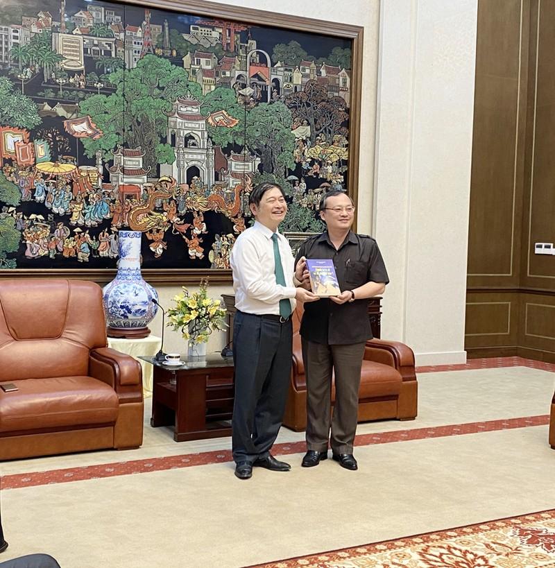 Chu tich Phan Xuan Dung tham va lam viec voi Tinh uy Hung Yen-Hinh-3