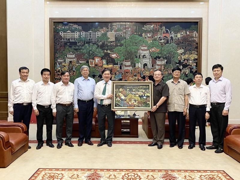 Chu tich Phan Xuan Dung tham va lam viec voi Tinh uy Hung Yen-Hinh-4