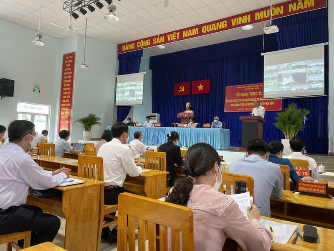 Chu tich Nguyen Xuan Phuc chi ra diem nghen cua huyen Hoc Mon, Cu Chi-Hinh-2