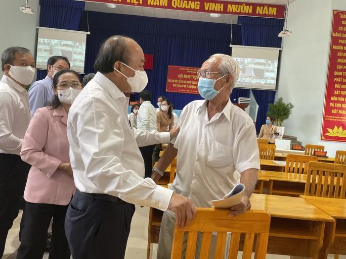 Chu tich Nguyen Xuan Phuc chi ra diem nghen cua huyen Hoc Mon, Cu Chi
