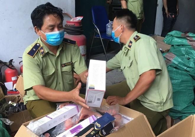 Thu giu hon 33.000 sex toy khong ro nguon goc o TP.HCM
