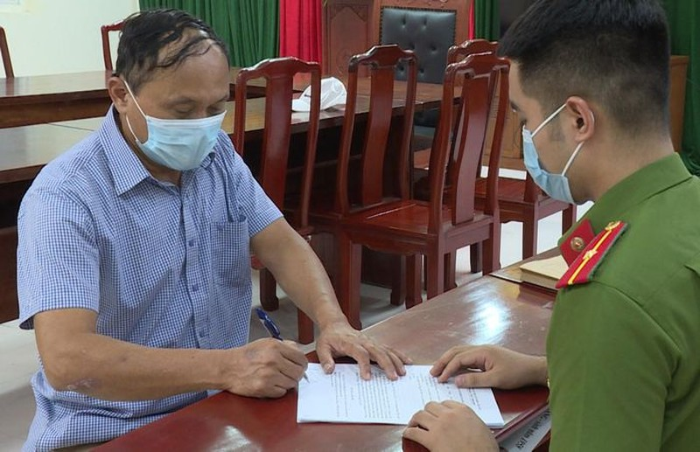Bat Giam doc Cty Oanh Bang co hanh vi tong tien