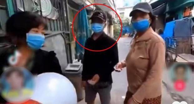 YouTuber phat com tu thien o Sai Gon co phat ngon phan no-Hinh-2