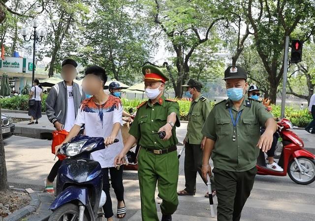 2 ngay gian cach xa hoi, Ha Noi xu phat gan 700 trieu dong