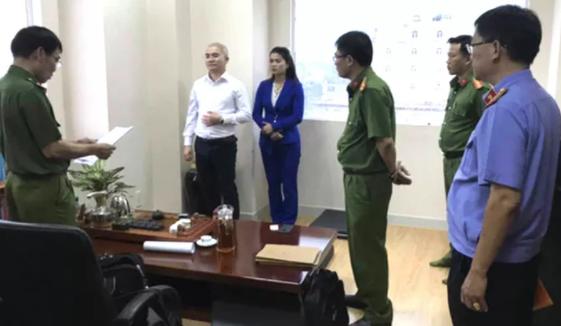 Vo CEO Alibaba Nguyen Thai Luyen cau ket voi em chong rua tien